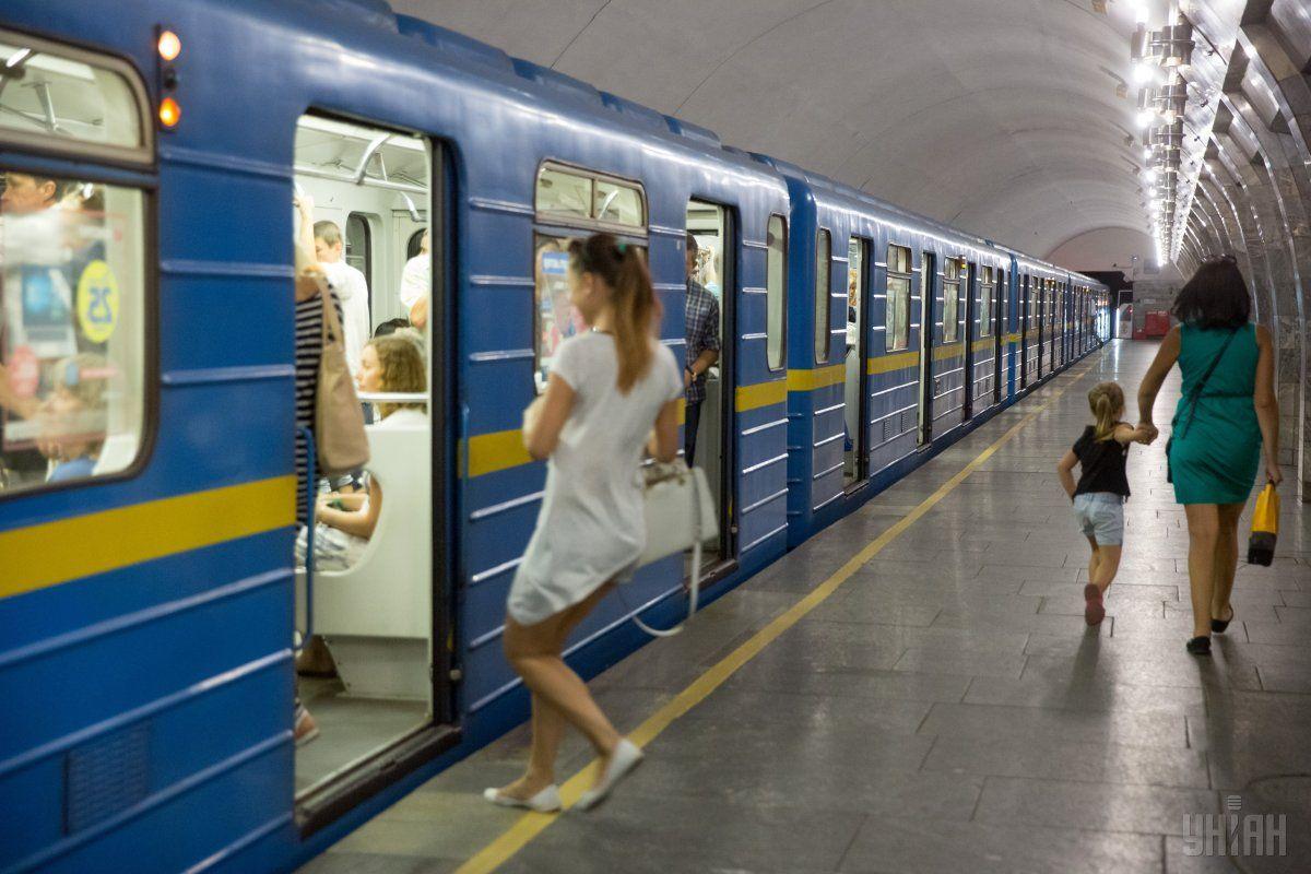 Rux poїzdiv orhanizovano vid stanciї «Teremky» do stanciї «Kontraktova plošča» / foto UNIAN