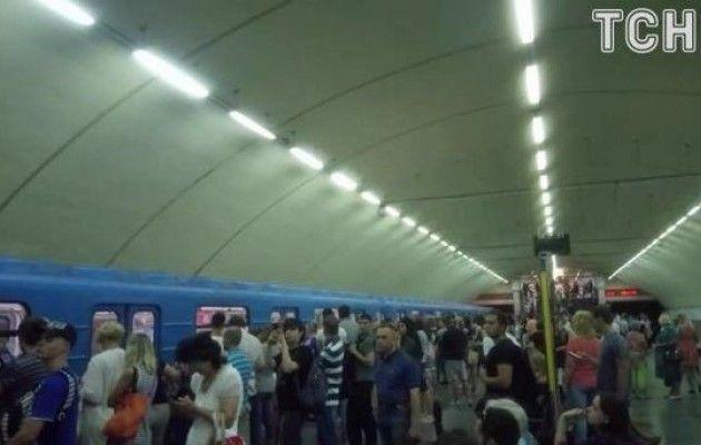 Вкиевском метро из-за неисправности поезда временно закрыты две станции