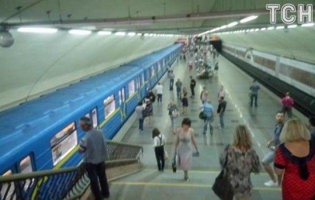 Станции «Академгородок» и«Житомирская» временно закрыты из-за поломки поезда,— Киевский метрополитен