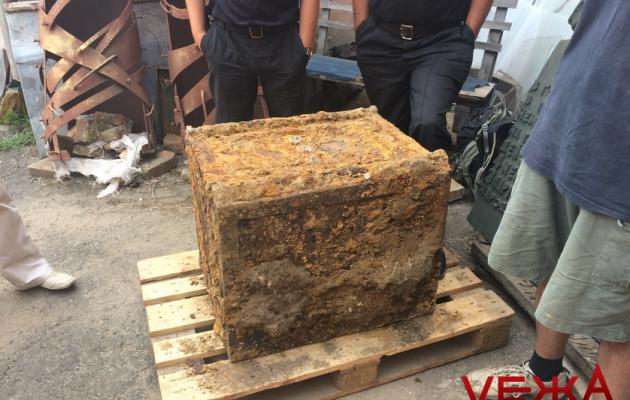 ВВиннице откопали 500-килограмовый сейф, зашифрованный нацистами— Неожиданный артефакт