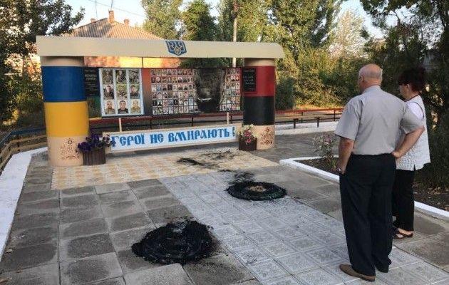 ВОдесской области сожгли стенд мемориала погибшим АТОшникам иГероям Небесной сотни