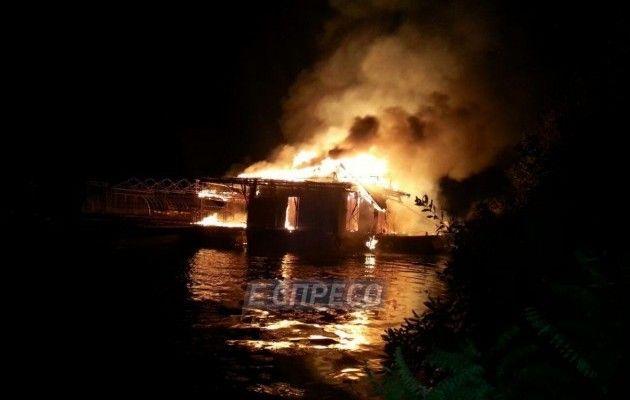 УКиєві нанабережній згорів ресторан