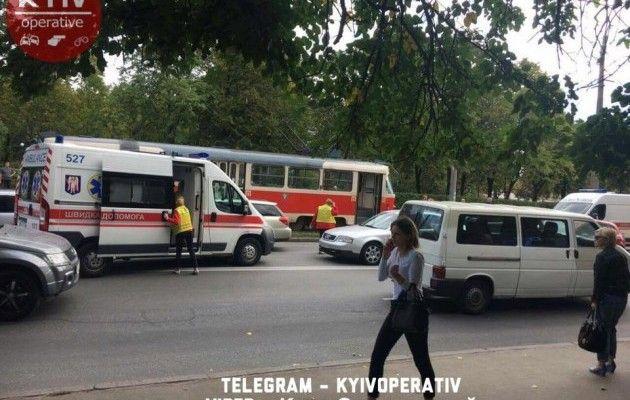 ВКиеве человек попал под трамвай