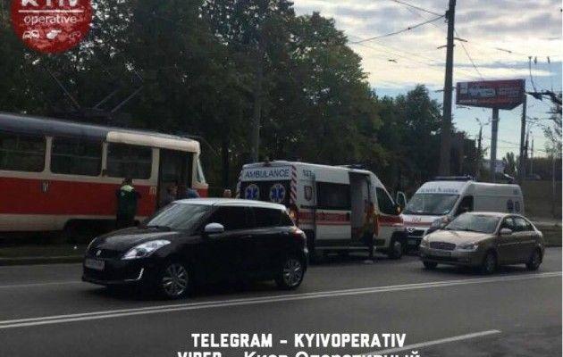 ВКиеве женщина угодила под трамвай иполучила травмы