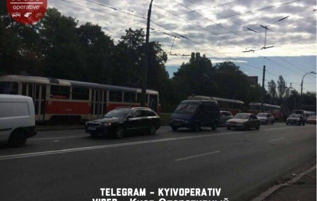 Около Куреневского парка вКиеве человек попал под трамвай
