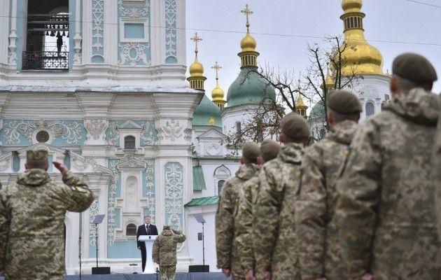 Порошенко: До кінця року армія отримає більше тисячі одиниць техніки