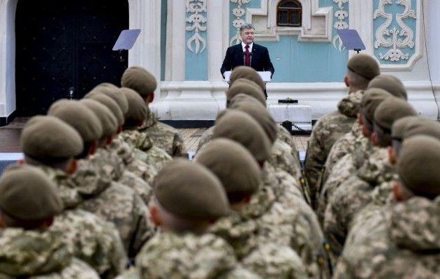 НаЖитомирщині Порошенко передав військовим більше 200 одиниць техніки таозброєння