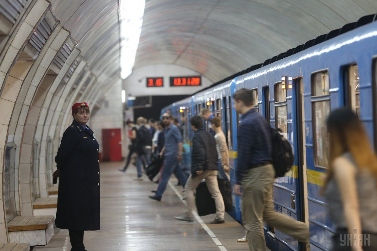 Столичне метро працює у звичайному режимі / фото УНІАН