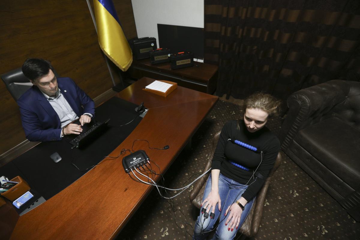 Volodymyr Vedmid' protestuvav žurnalistku UNIAN na «detektori brexni» / foto UNIAN