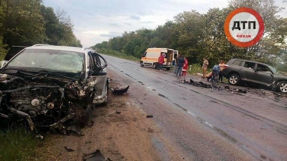 U Kirovohrads'kij oblasti zitknulysya Toyota Highlander i Volkswagen Touareg / foto facebook.com/dtp.kiev.ua