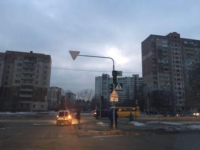 U Kyjevi na Troješčyni raptovo znyklo svitlo / foto Informator