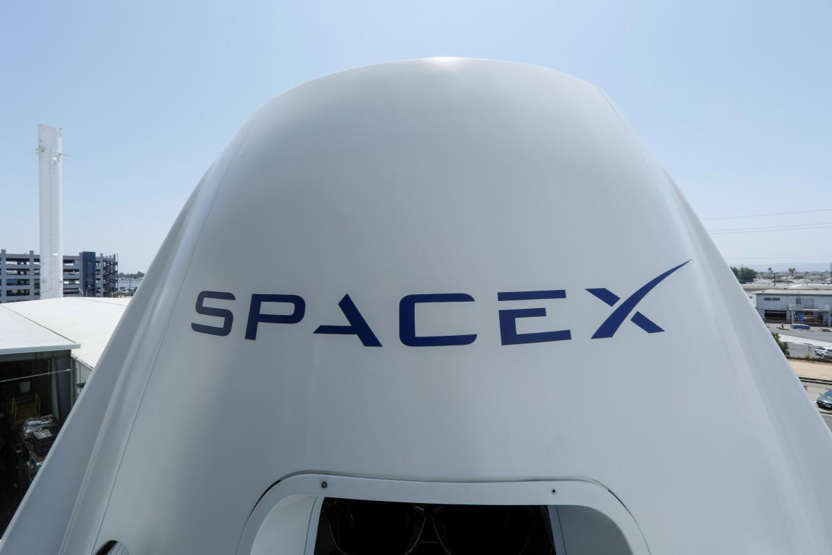 Space X хочет вывести в космос более 40 тысяч спутников