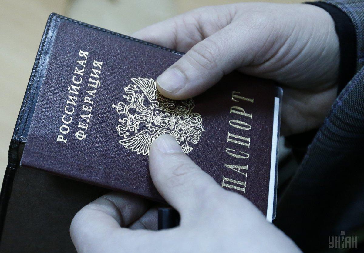 Okupanty xočut' aktyvizuvaty nezakonnu vydaču pasportiv RF / foto UNIAN