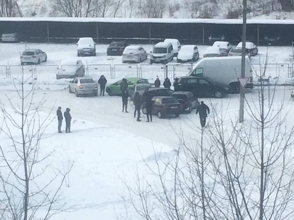 Во Львове в ДТП попали около 10 автомобилей photo