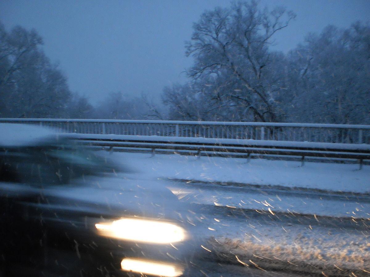 В Германии из-за метели обледенели трассы, образовались огромные пробки photo