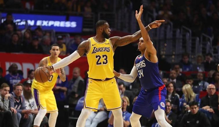 """Лейкерс без украинца Михайлюка обыграл Клипперс в """"дерби Лос-Анджелеса"""" в НБА photo"""