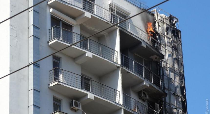 V Odesi horyt' budivlya TC, lyudej evakujujut' (foto, video)