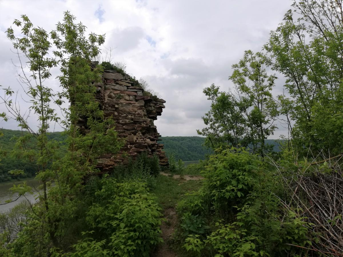 Častyna muru Rakovec'koho zamku / Foto Maryna Hryhorenko