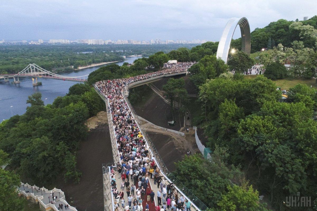 Vartist' budivnyctva mostumiž Volodymyrs'koju hirkoju ta Arkoju družby narodiv stanovyt' 275 mln hrn/ UNIAN
