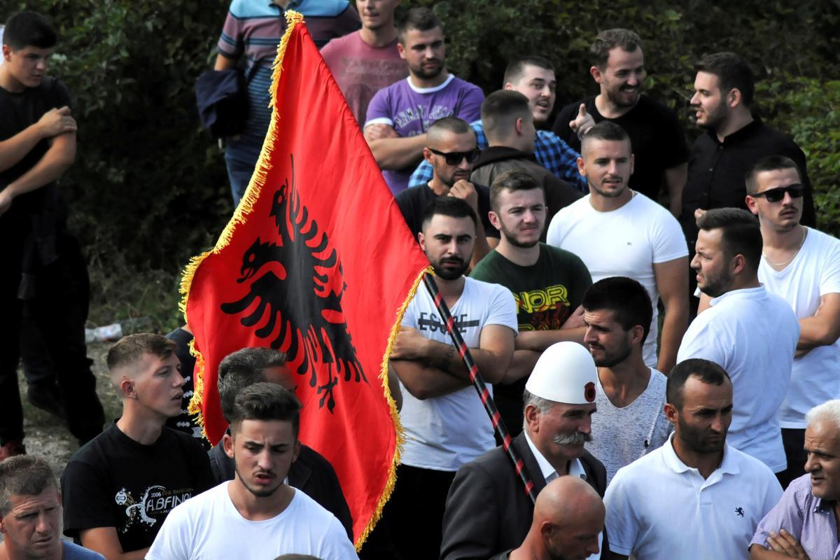 В Косово начались столкновения сербов с местной полицией photo