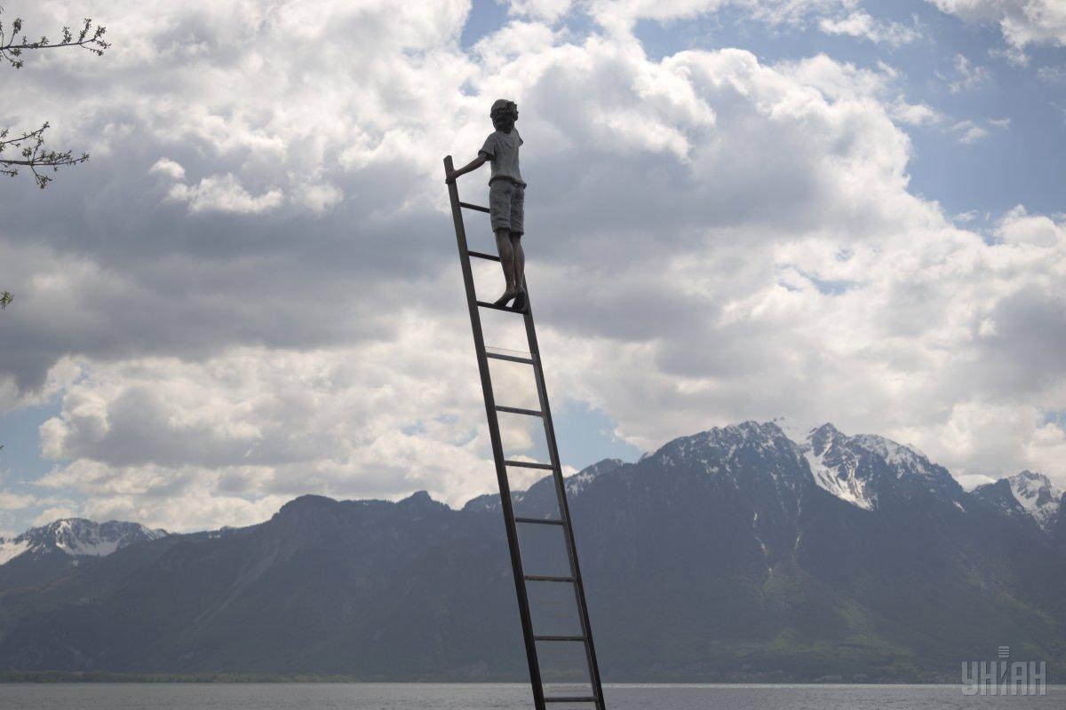 """""""Оставайтесь дома"""": на самой знаменитой вершине Швейцарии написали призыв к гражданам из-за коронавируса"""