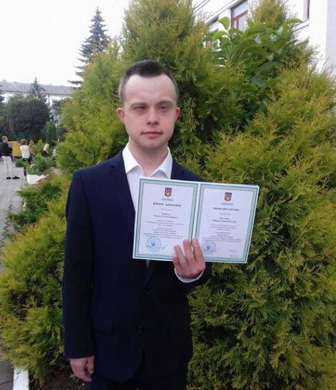 Xlopec' otrymav dyplom / foto facebook.com/olha.hodovanets