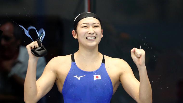 Rikako Ikejez mynuloho roku boret'sya z xvoroboju / foto: swimswam.com