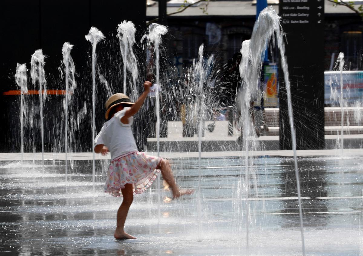Германия установила температурный рекорд, немцам раздают бесплатно воду и мороженое