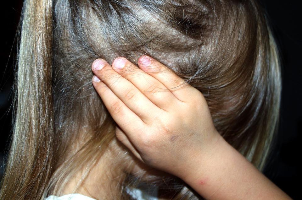 На Харьковщине парень в течение трех лет насиловал свою маленькую сестру