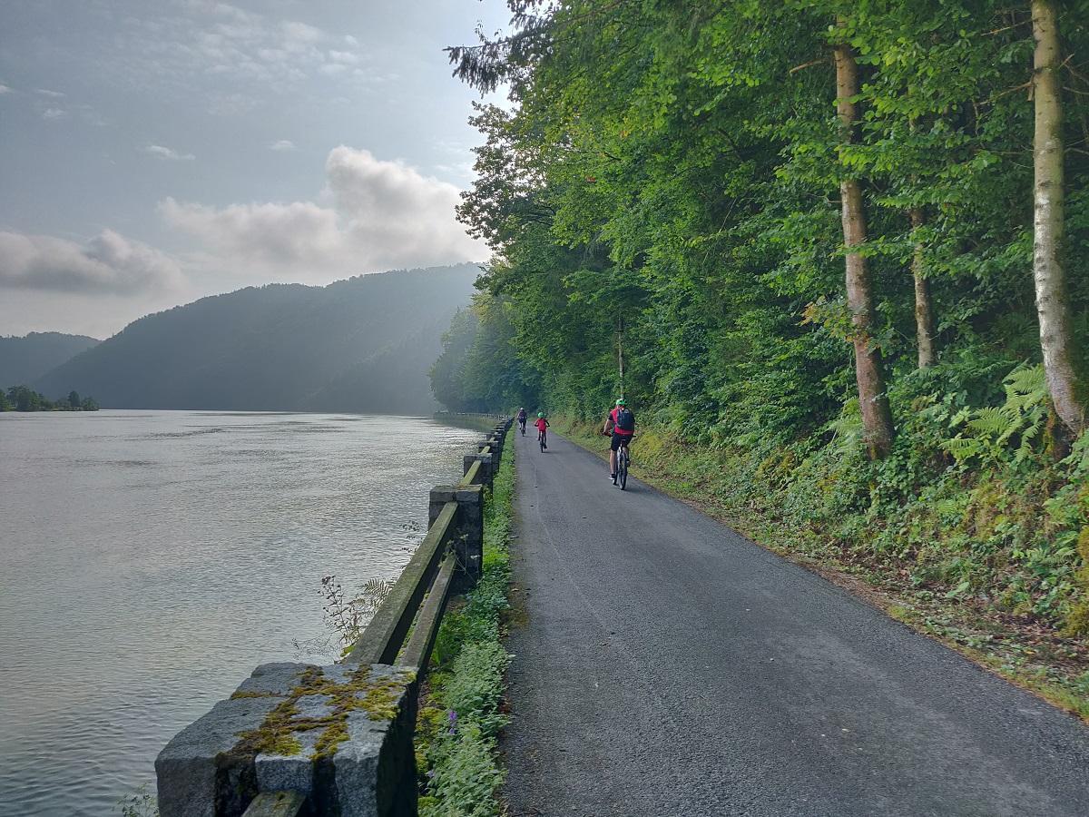 Веломаршрут Donauradweg. Велодоріжки прокладені в горах вздовж Дунаю / Фото УНІАН