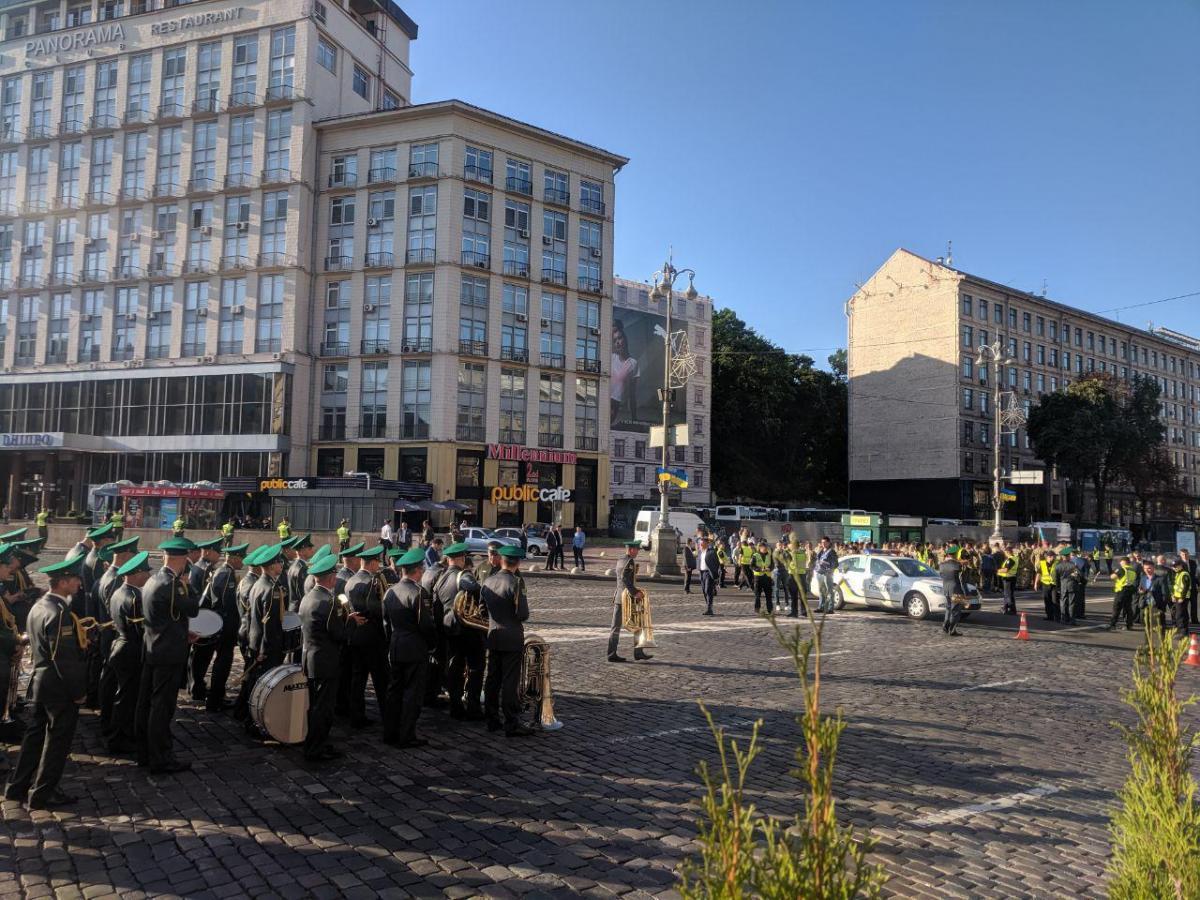 День Независимости в Киеве: на Крещатике уже начали собираться военные и зрители