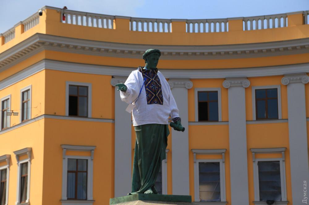 Вишиванка створена згідно з особливостями національного одягу Одеського регіону / фото dumskaya.net