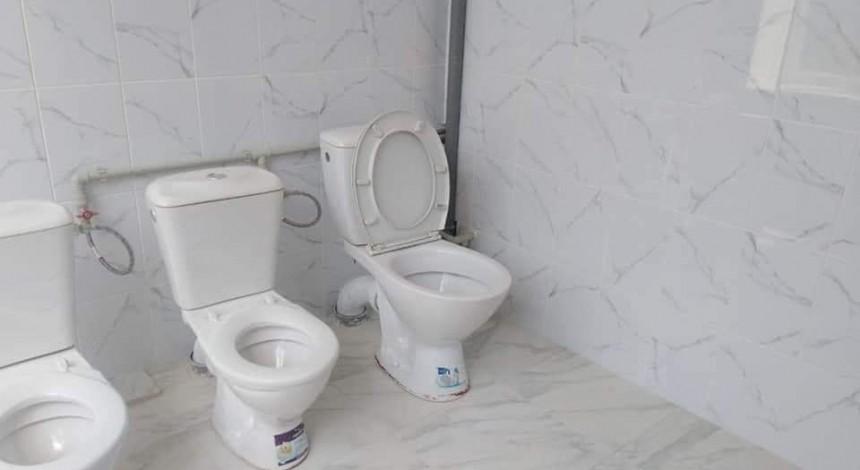 Ukraїns'kyj mer poxvalyvsya remontom tualetu v dytsadku j poplatyvsya (foto)