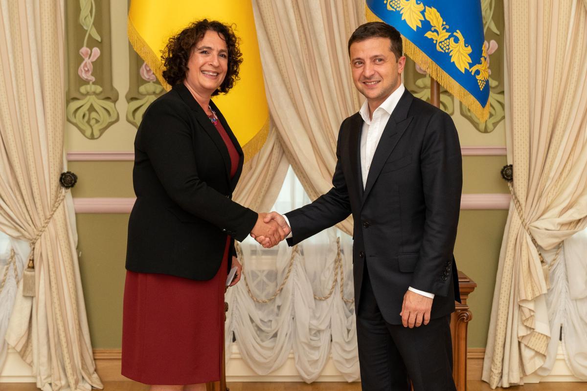 Володимир Зеленський і МеліндаСіммонс/ фото president.gov.ua