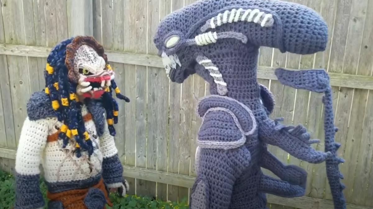 Скелетор, ксеноморф и Смурф.: талантливая мама вяжет потрясающие костюмы на Хэллоуин