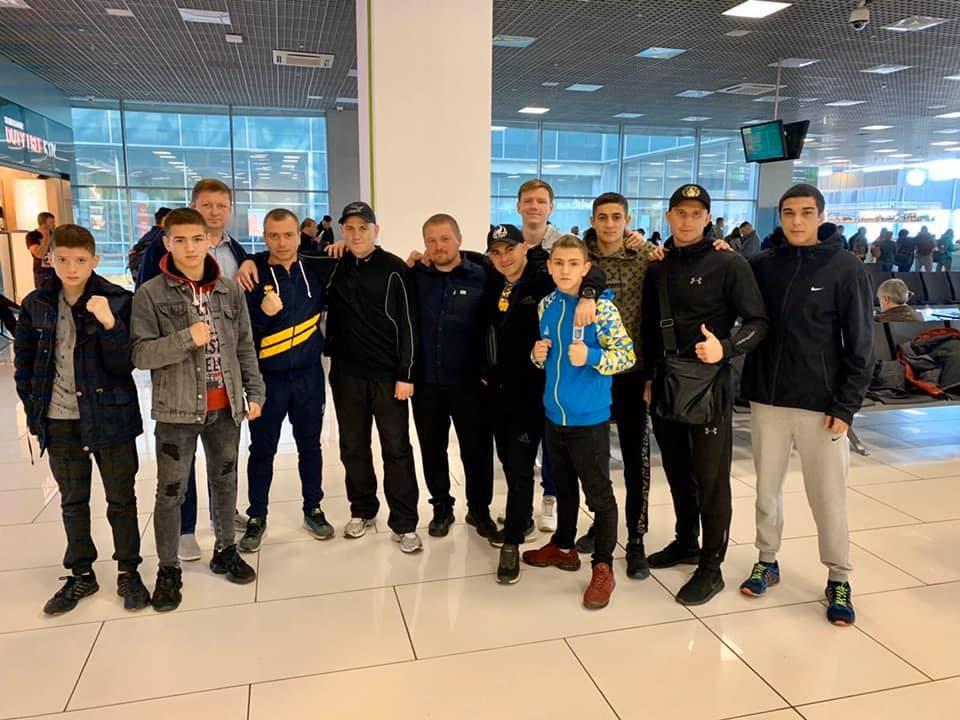 Українських спортсменів не впустили на літак / facebook/Оксана Сова