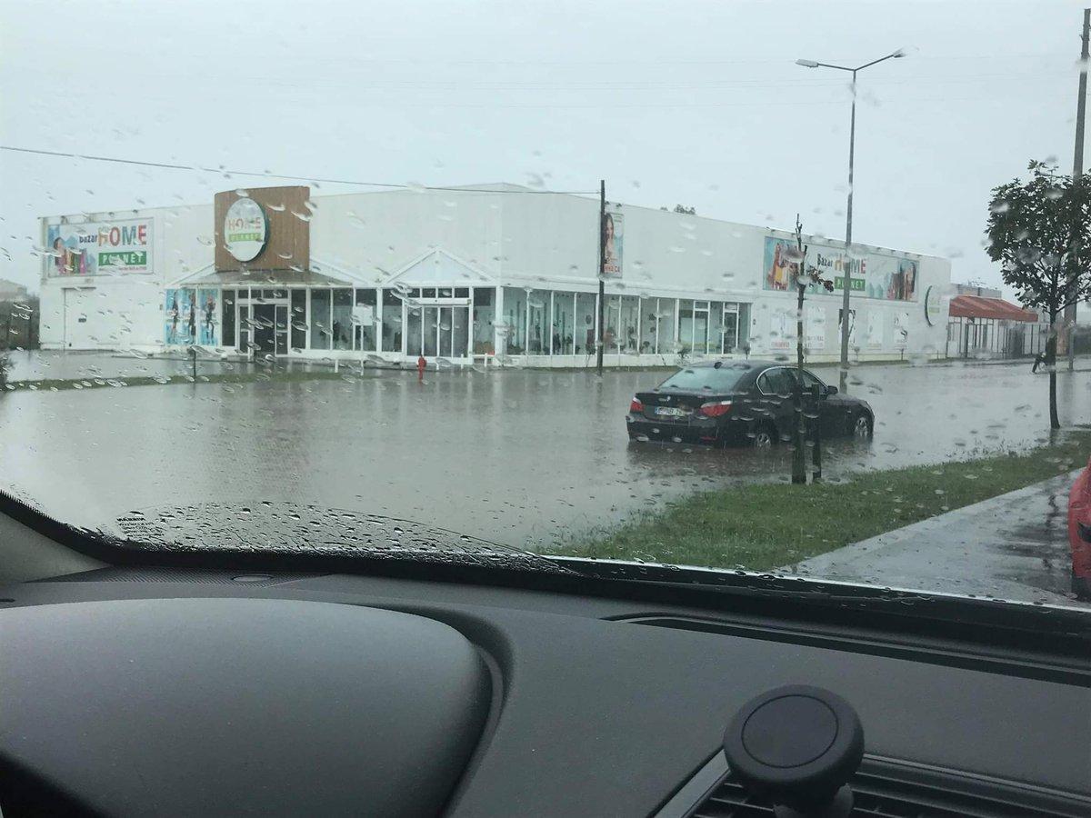 Portuhaliju zatopyly došči / twitter.com/MeteoOs