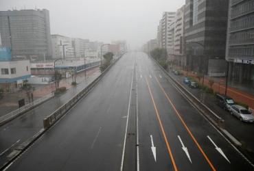 Supertajfun u Japoniї: odyn zahyblyj, mil'jonam radyat' pokynuty domivky (foto)