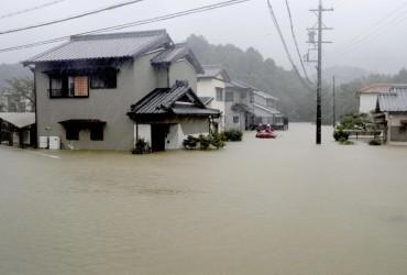 """U Japoniї kil'kist' žertv vid tajfunu """"Xahibis"""" zrosla do 18 osib"""