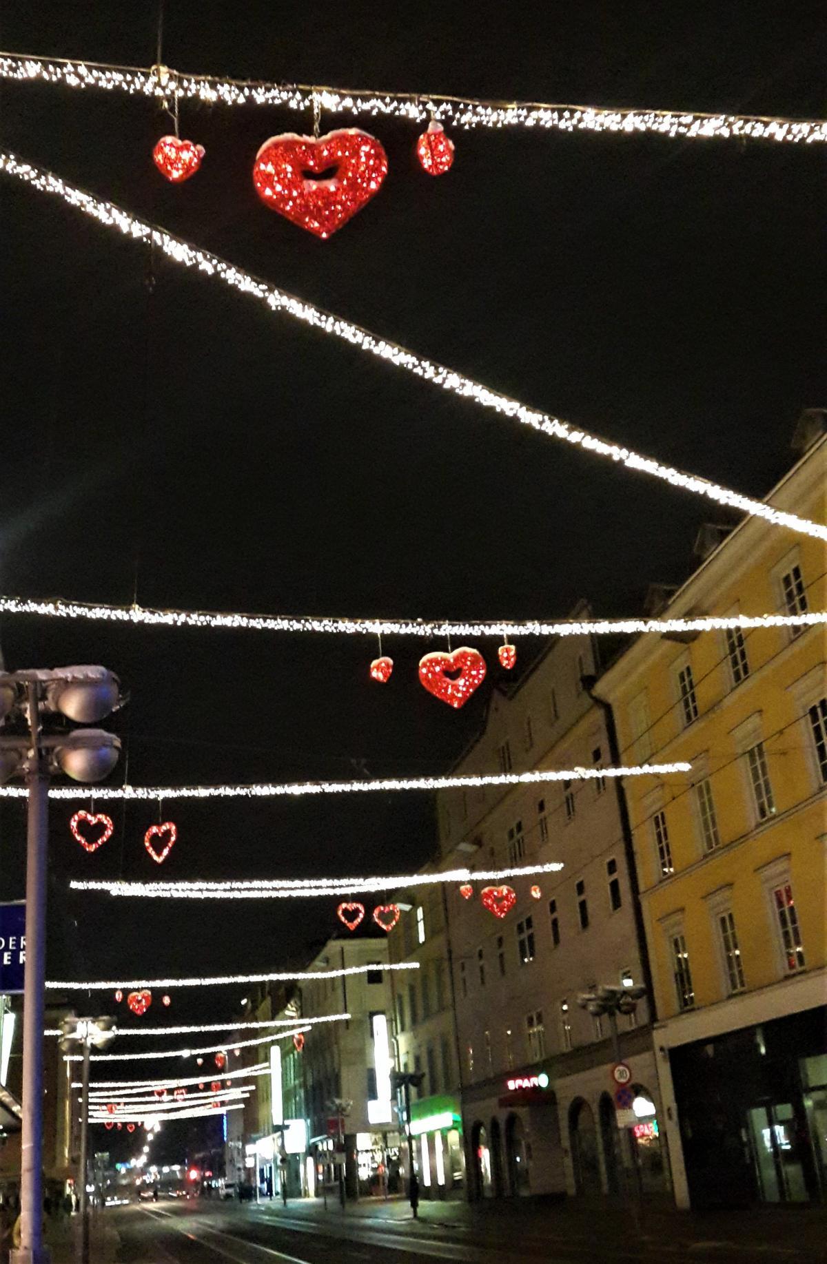 Навіть вночі у різдвяні дні в Інсбруку світло / Фото Марина Григоренко