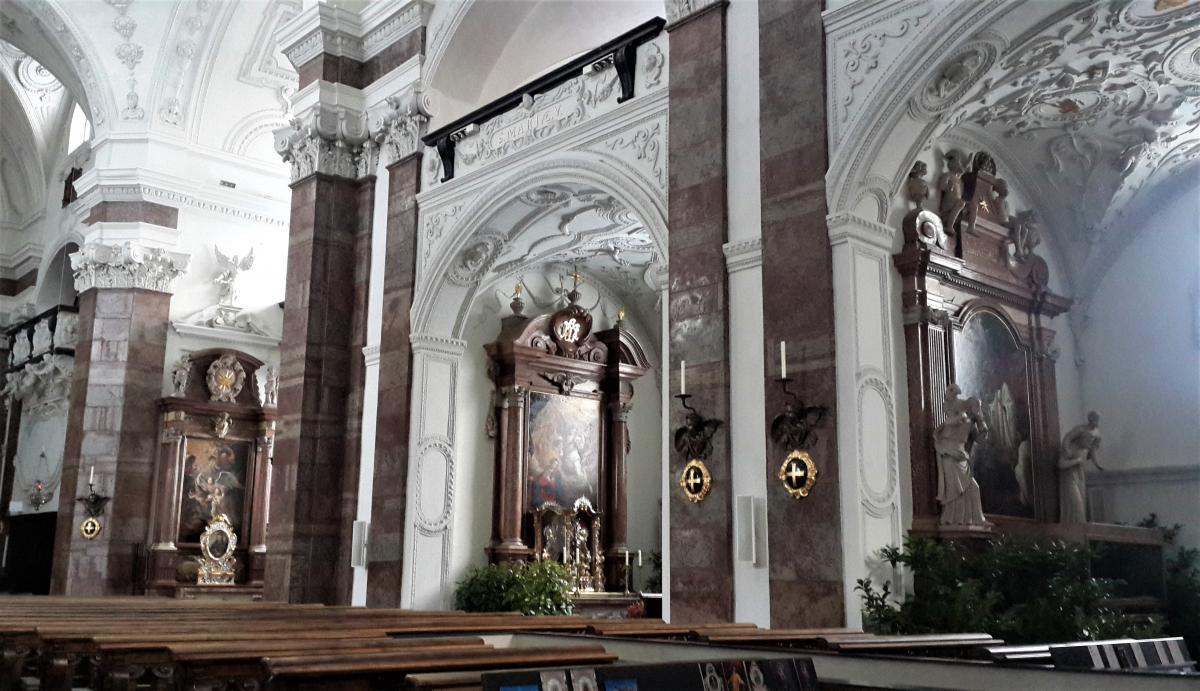 Всередині однієї з церков Інсбрука / Фото Марина Григоренко