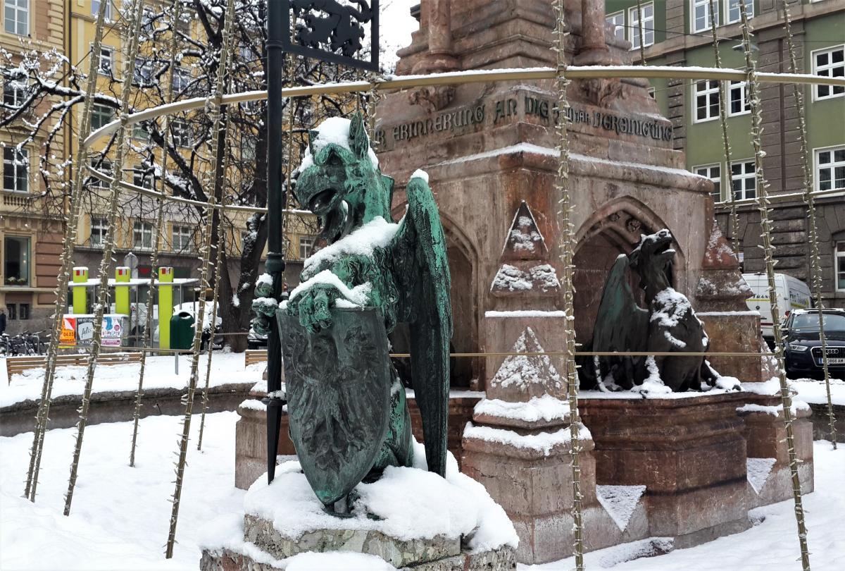 Фонтан з драконами в Інсбруку / Фото Марина Григоренко