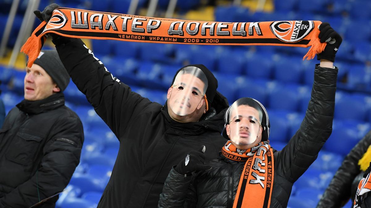Вболівальники наділи маски перед грою / фото: ФК Шахтар