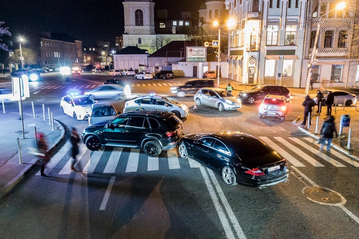 Протаранил 10 авто: погоня со стрельбой в Днепре попала на видео