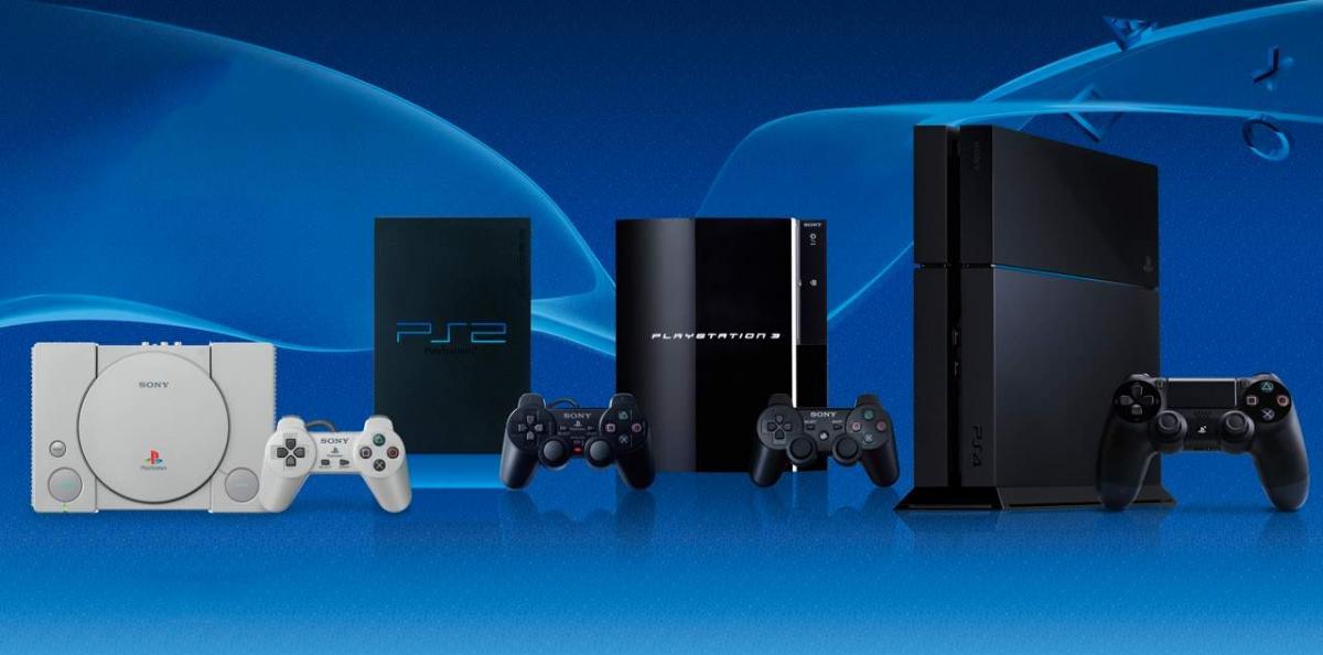 Всі покоління Playstation від першої (ліворуч) до четвертої консолі (праворуч) / twitter.com