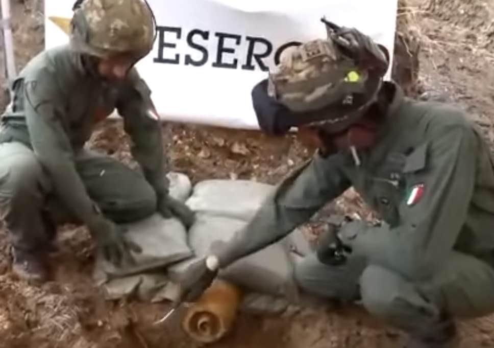 Авіабомбу знешкоджували 15 військових саперів / фото Facebook / Brindisi Oggy