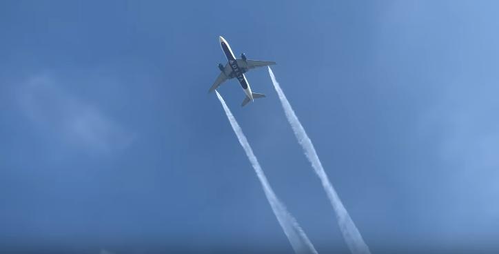 Літак Boeing 777-200 авіакомпанії Delta скинув паливо над містом / скріншот відео