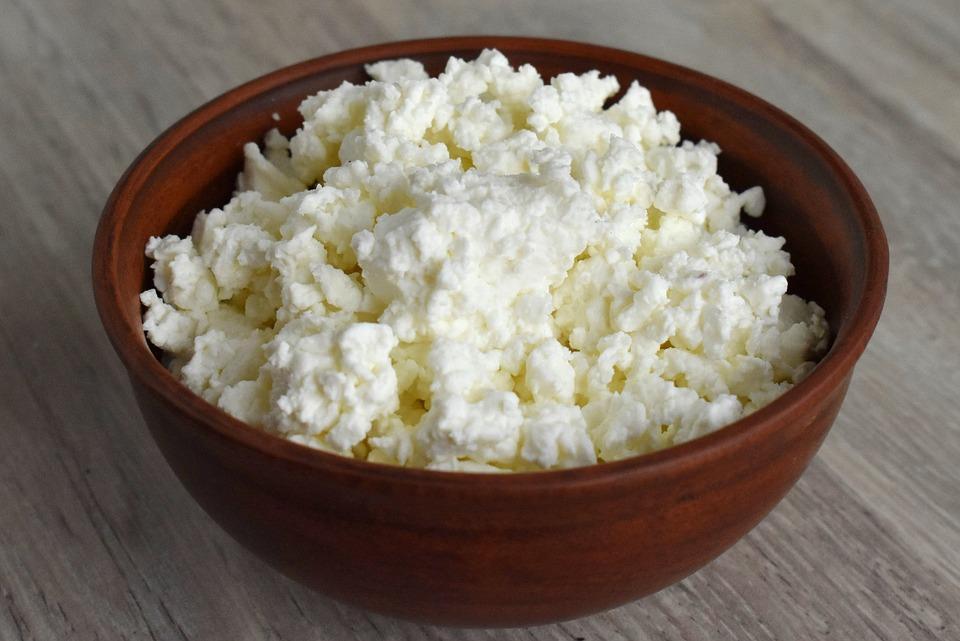 Сир допомагає активізувати обмін речовин і робить м'язи міцніше, а фігуру в цілому - стрункішою / pixabay.com