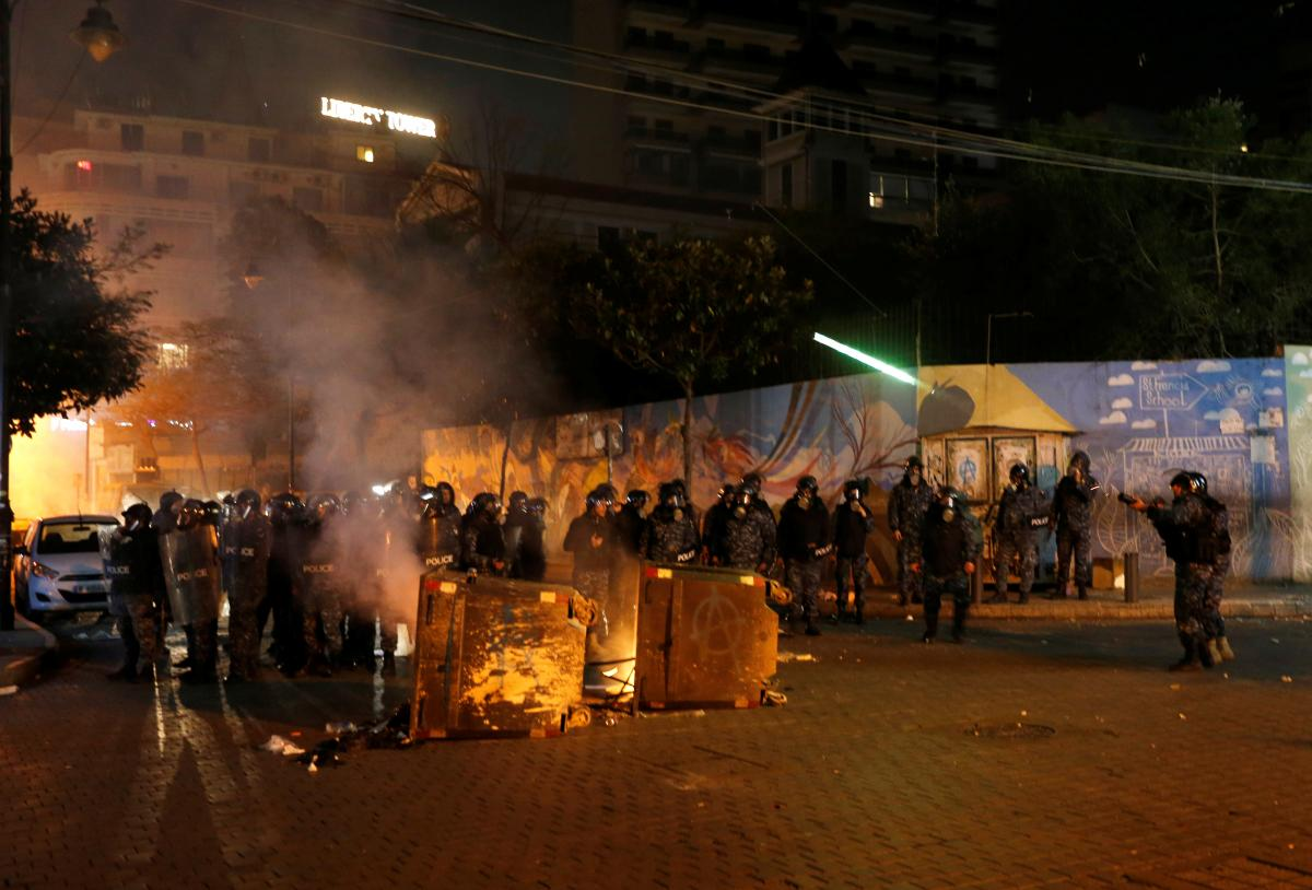 Протесты в Ливане: полиция применила слезоточивый газ и водометы