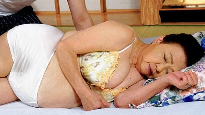 Японка в 81 год начала сниматься в порно